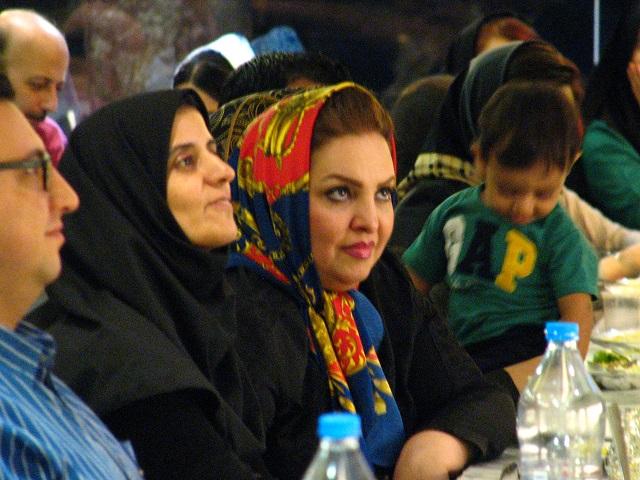 عکس دسته جمعی افطاری انجمن صنفی اصفهان خانم اآقای زندیان9